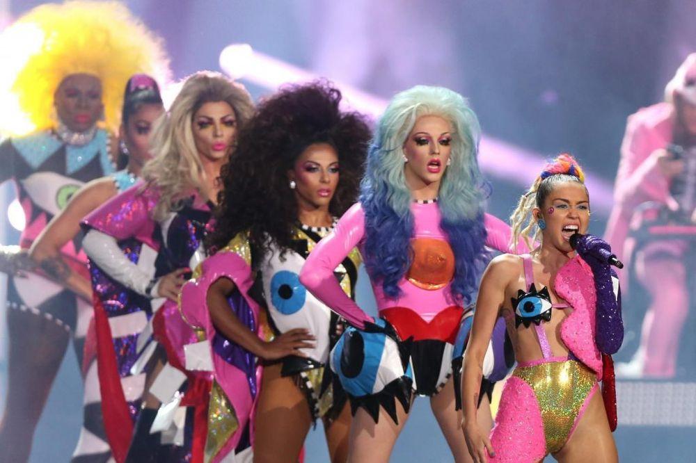 (FOTO) SKANDALOZNA DODELA MTV NAGRADA: Golotinja, uvrede, suze...