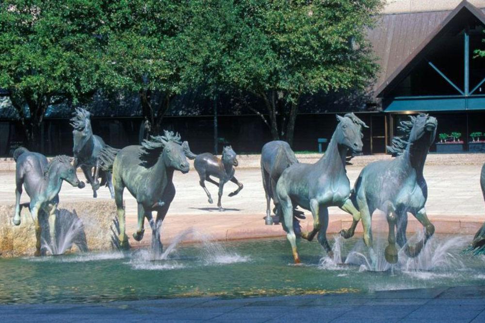 Čudne statue širom sveta - Page 13 730327_mustangs-of-los-colinas-worlds-largest-equestrian-sculpture_ls