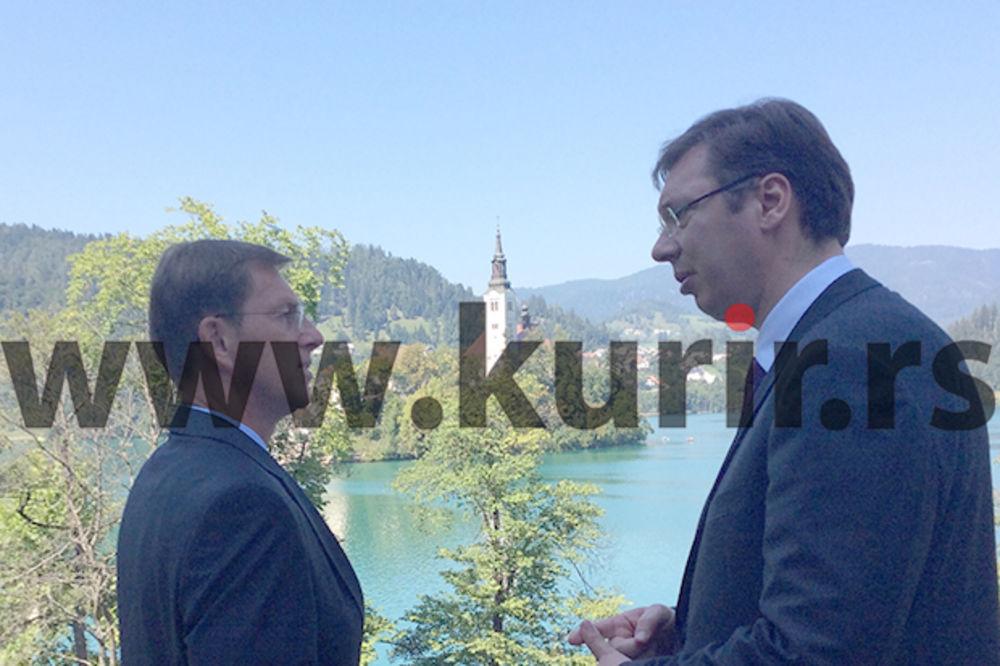 POČEO BLEDSKI FORUM: Vučić na panelu lidera popodne
