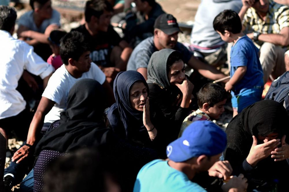 GRČKO-MAKEDONSKA GRANICA: Policija bacila šok bombe na izbeglice