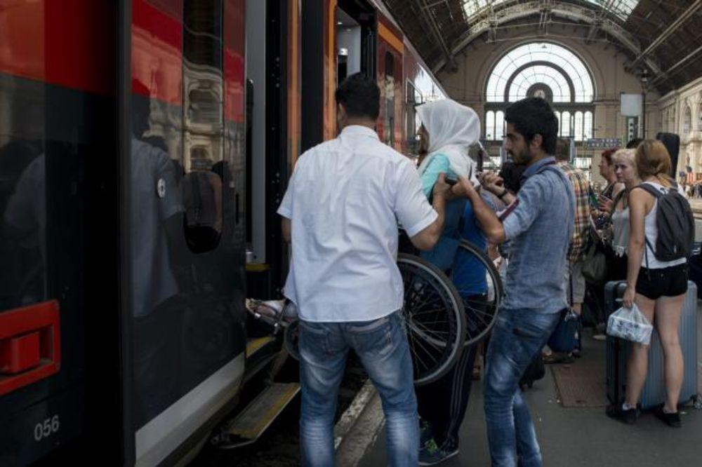 NAPUSTILI MAĐARSKU, A MOŽDA IH TAMO VRATE: U Beč stigla četiri voza iz Budimpešte puna izbeglica!