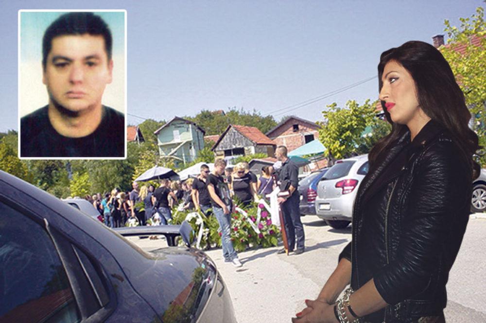 ZANEMELA OD BOLA: Ella sahranila muža