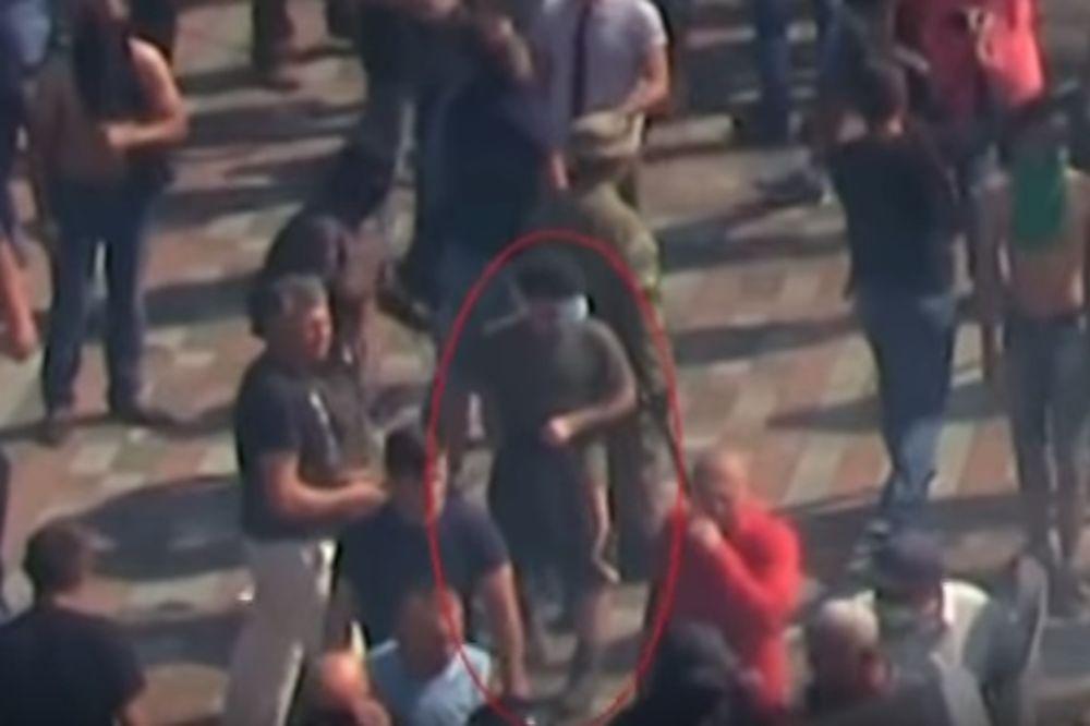 (VIDEO) OVO JE KIJEVSKI BOMBAŠ: On je bacio granatu, ubio jednog i ranio 90 gardista!