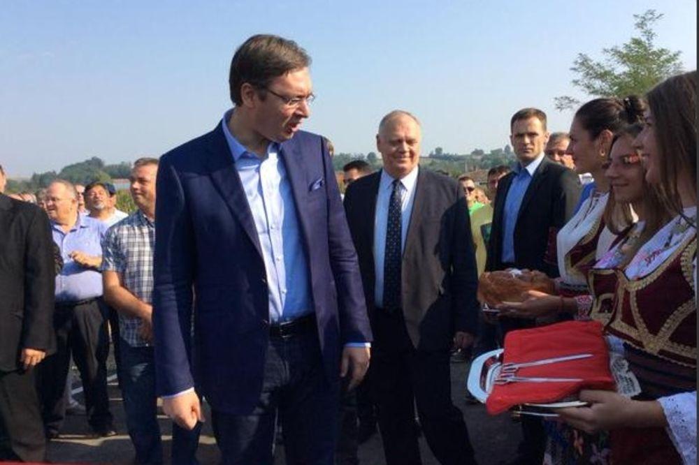 (FOTO) OBNOVA POSLE POPLAVA: Vučić otvorio dva nova mosta