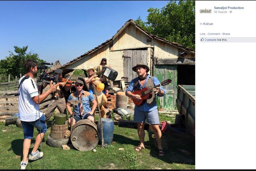 MEŠTANI ŠOKIRANI: Grupa Engleza skinula se gola u selu kod Uba!