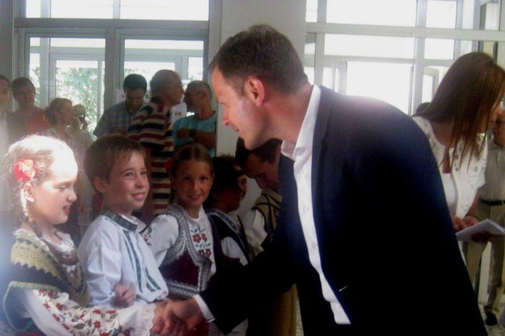 Siniša Mali obišao renoviranu školu Ivan Goran Kovačić na Zvezdari