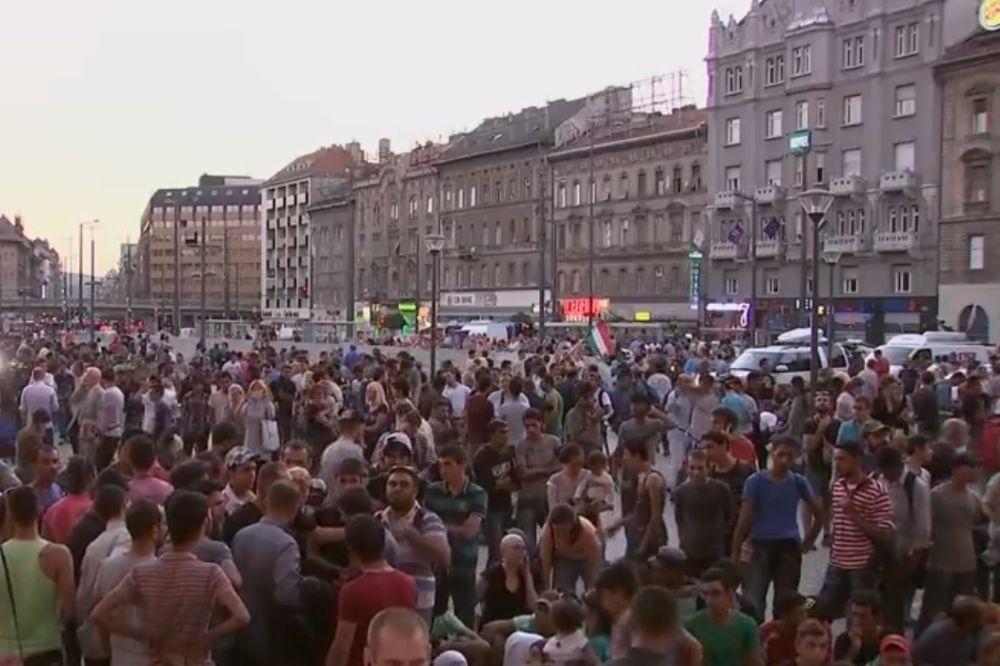 (UŽIVO) OPSADA BUDIMPEŠTE: Migranti kampuju ispred železničke stanice