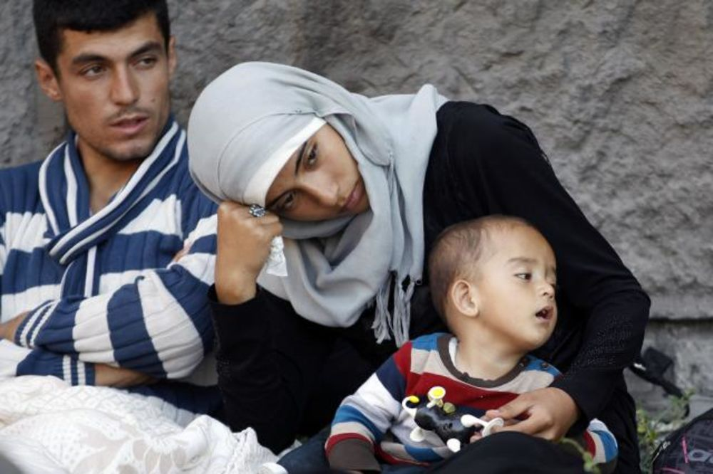 NAPETO U BUDIMPEŠTI: 3.000 izbeglica ispred železničke stanice Keleti još čeka da se ukrca na voz!