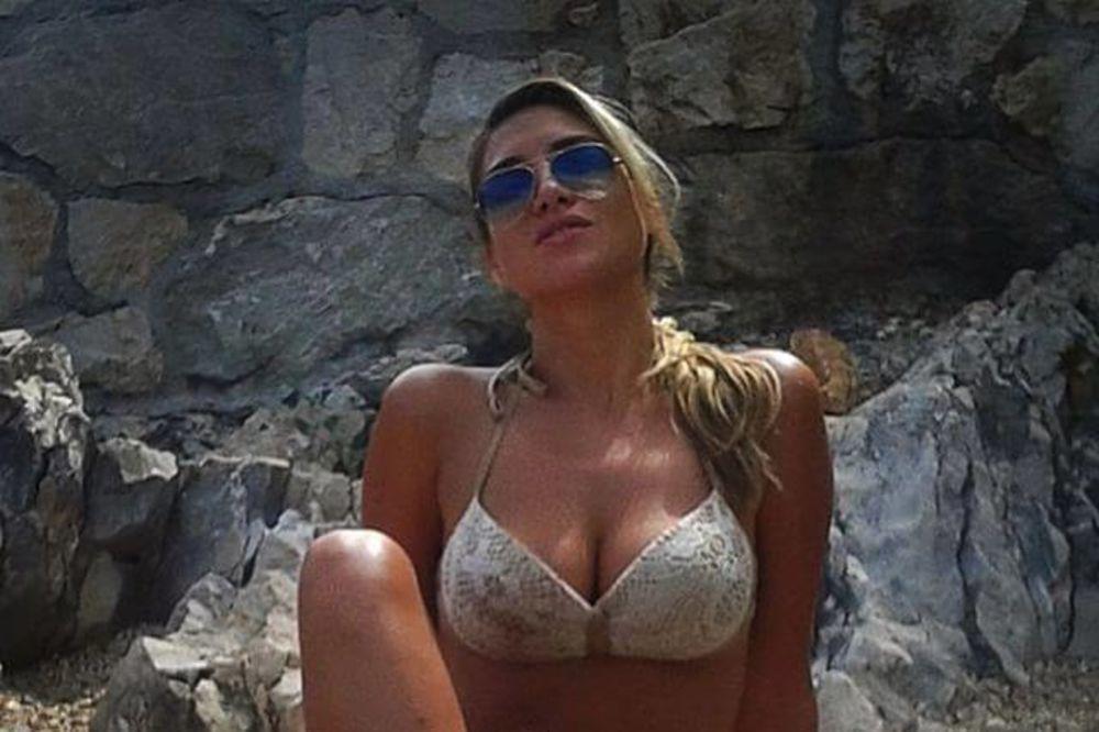 (FOTO) KRALJICA TORCIDE POKAZALA TANGE: Mirta Šurjak postala viralni hit!