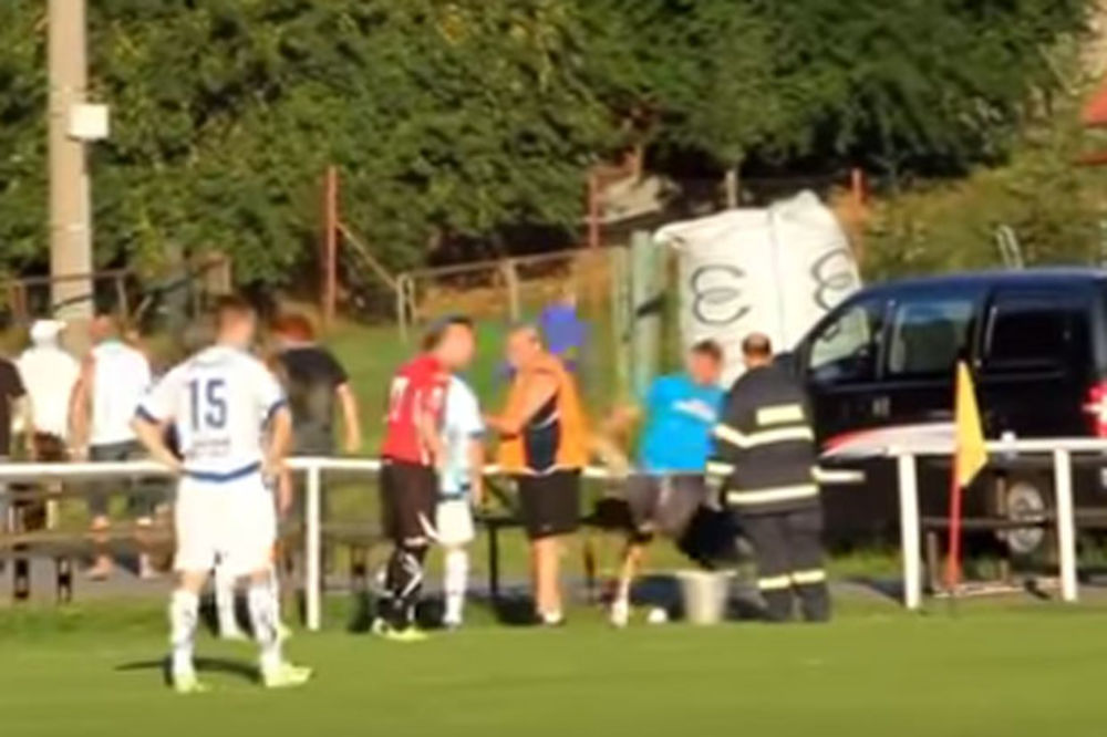 (VIDEO) PRIMITIVIZAM NA DELU: Češki huligan nokautirao navijačicu protivničkog tima!