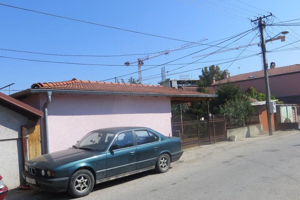 DETONACIJA UPLAŠILA NIŠLIJE: Bačena ručna bomba na kuću porodice Radević