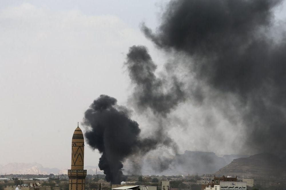 BOMBA TOKOM MOLITVE: Samoubilački napad u džamiji odneo najmanje 20 života