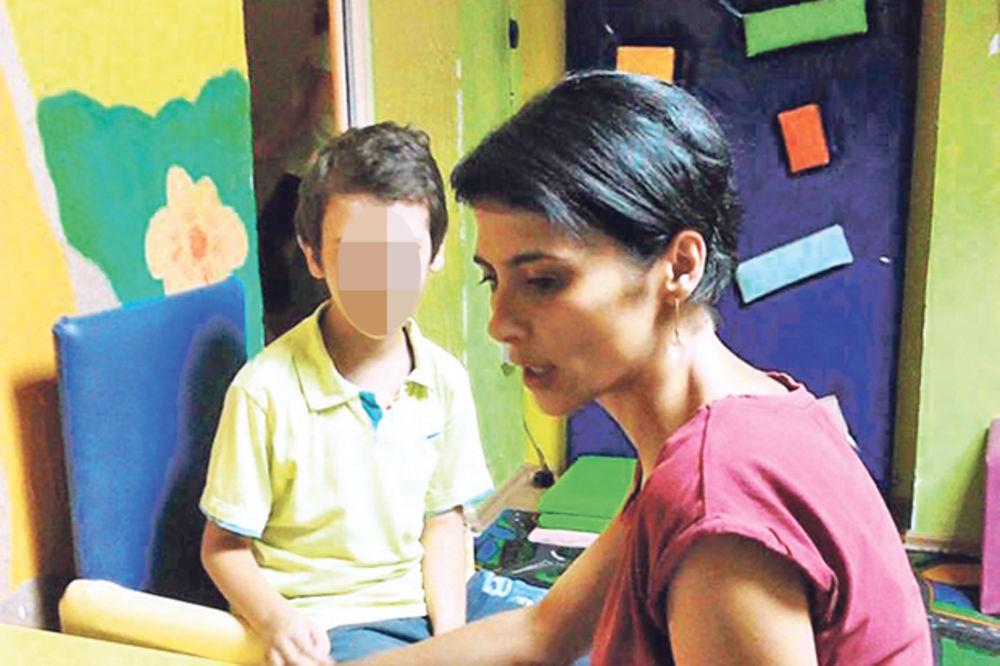 SRAMOTA: Autističnu decu teraju da uče dva strana jezika