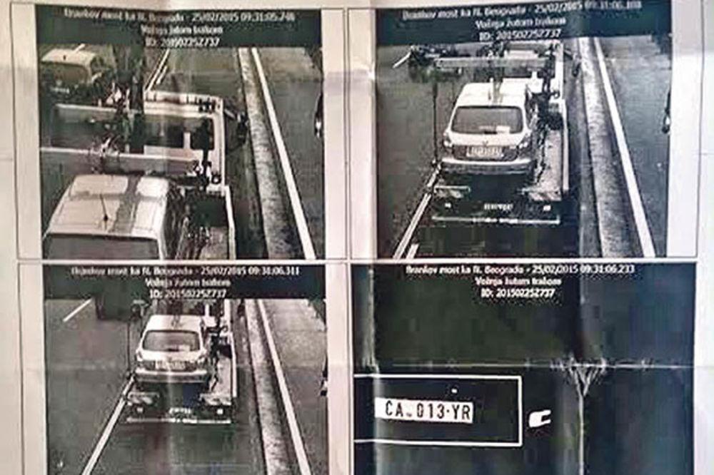 NEVEROVATNO: Stigla mu kazna za žutu traku, a auto bio na pauku