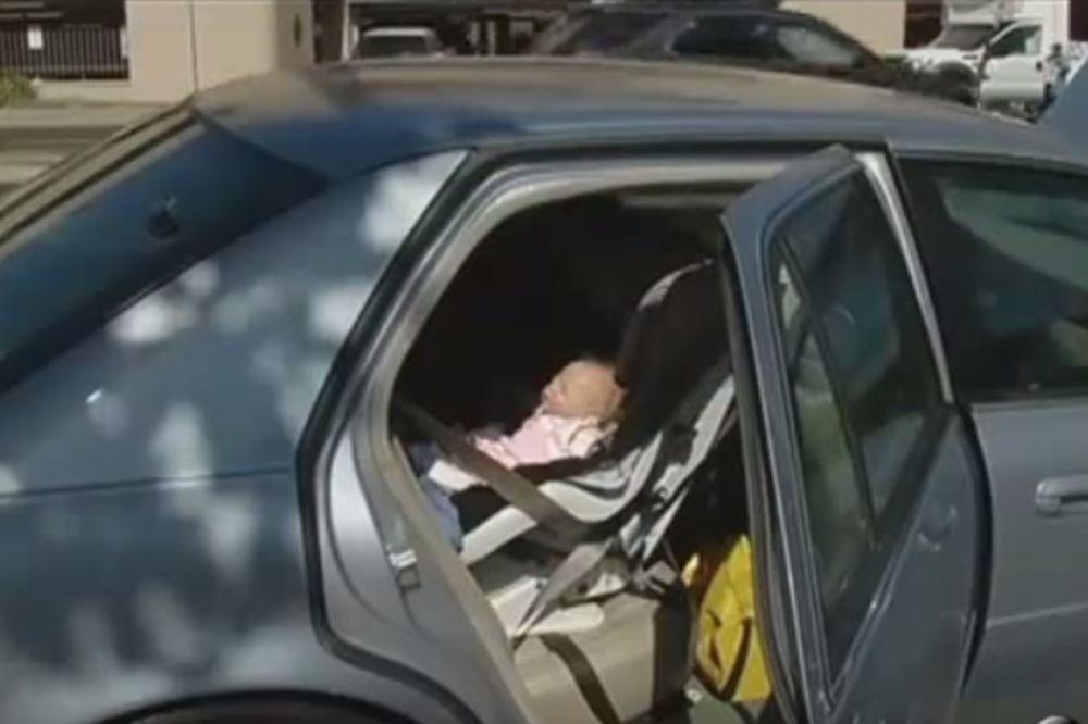 POLICIJA U AKCIJI: Razbili staklo na autu da spasu bebu, a izvukli-lutku