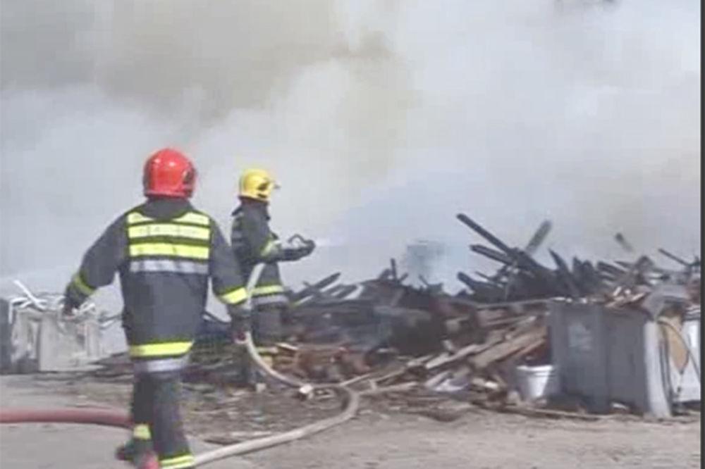 (VIDEO) POŽAR U NIŠU: Zauzdana vatra na otpadu za reciklažu