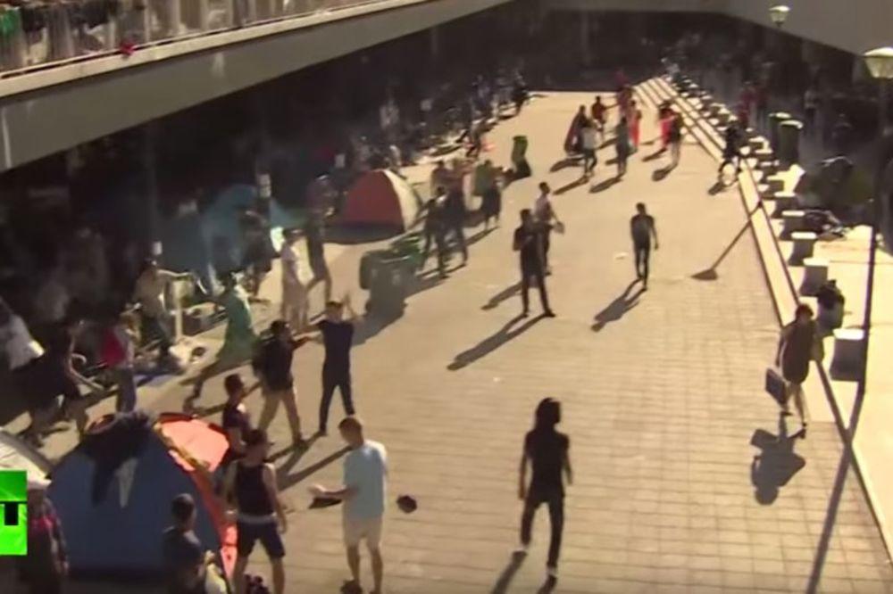 (VIDEO) MASOVNA TUČA SKINSA I MIGRANATA: Napadnuti u Budimpešti, izbeglice uzvratile!