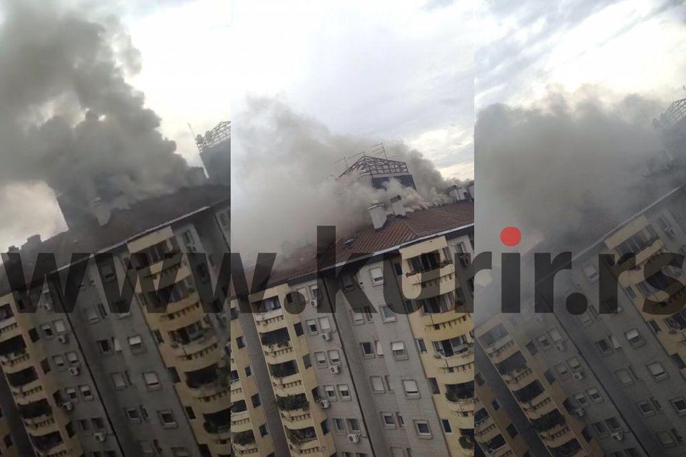 (FOTO) GORELO POTKROVLJE U LUJA ADAMIČA: Vatra pod kontrolom, nema povređenih