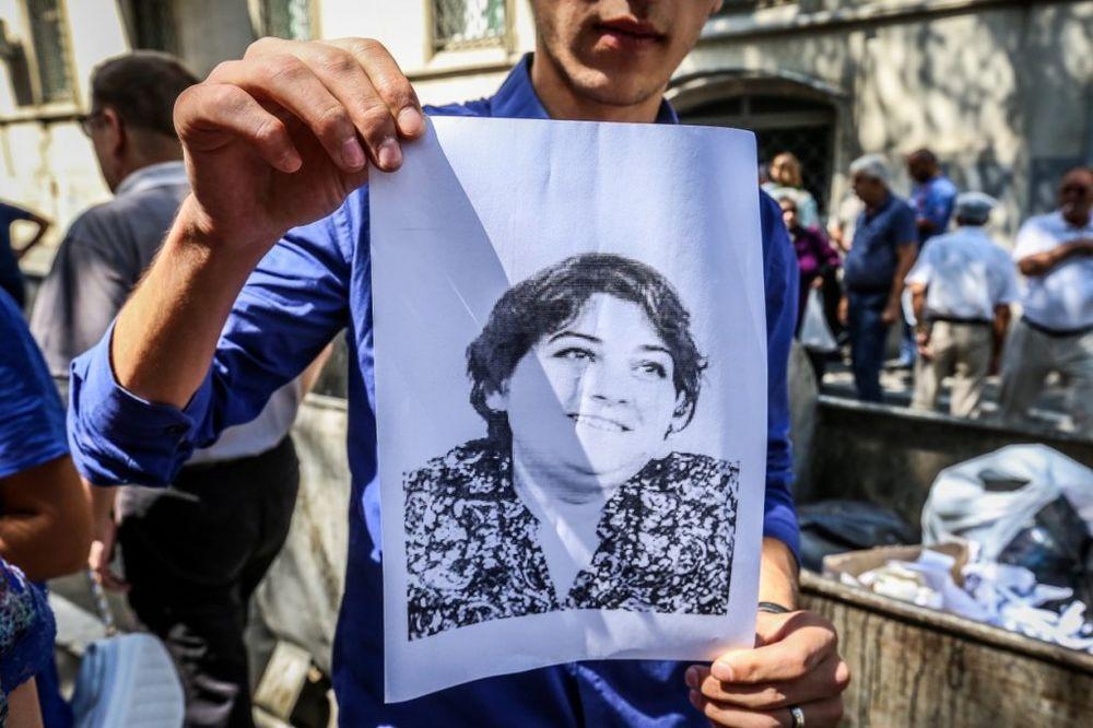 (VIDEO) OSLOBODITE KADIJU ISMILOVU: Novinarka osuđena na 9 godina zatvora zbog otkrivanja korupcije