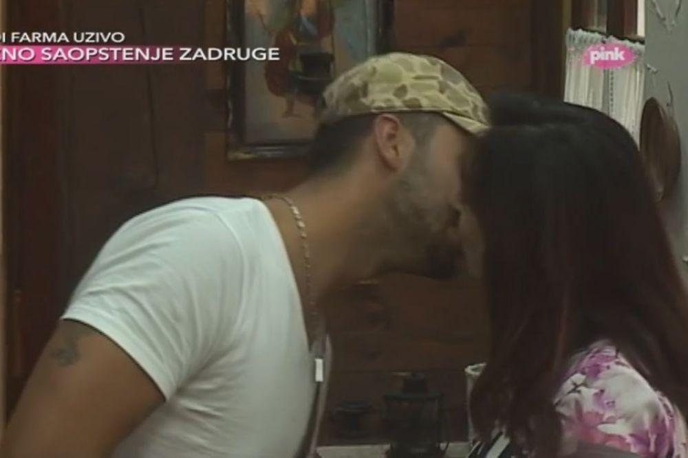 FARMA MASNE FOTE: Aca i Gabi pojeli zajedno šljivu i poljubili se!