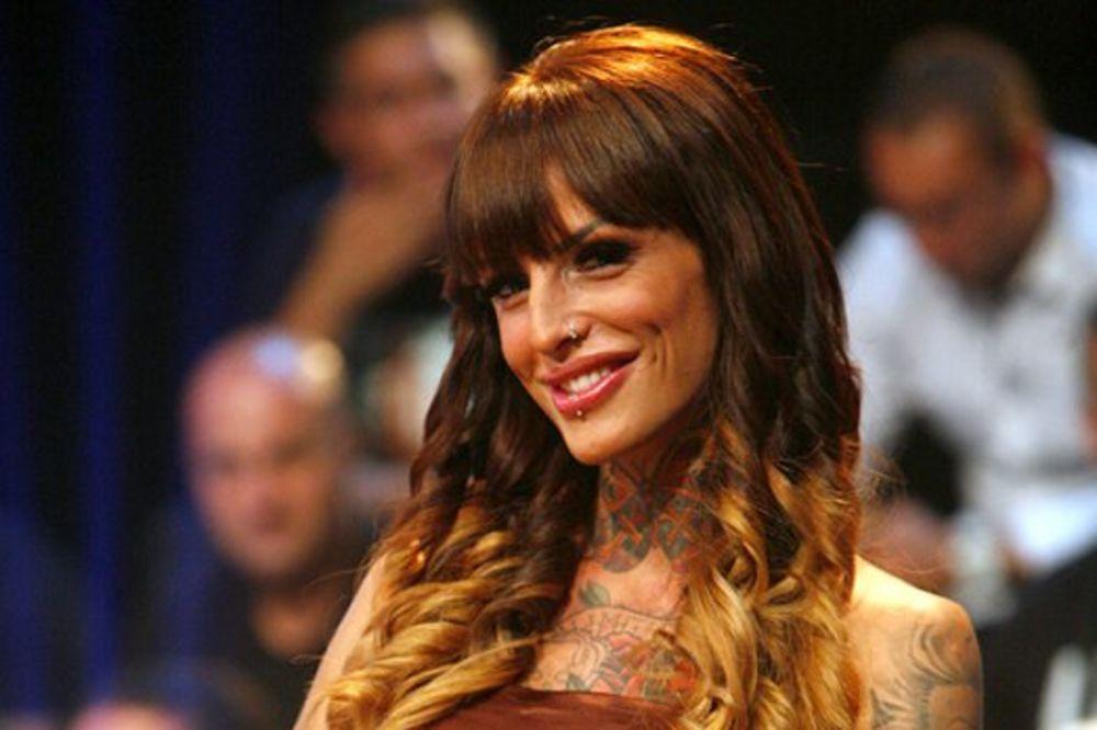 (FOTO) AU, OVO JE HAOS: Evo kako je Jelena Krunić izgledala pre plastičnih operacija
