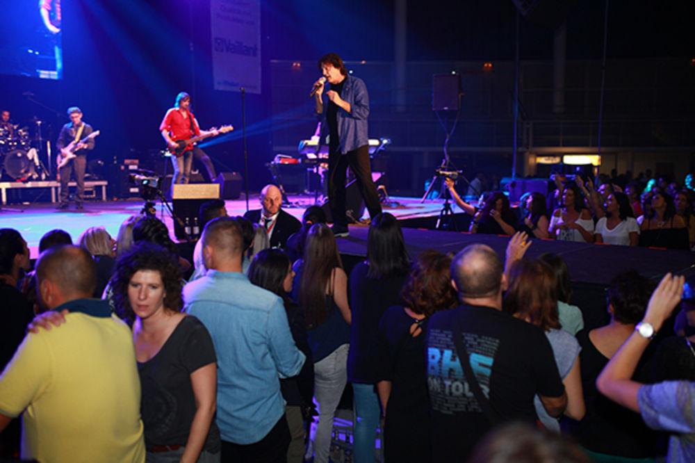 (FOTO) ČOLA U LINCU ODUŠEVIO GRADONAČELNIKA: Spektakl za 4.000 fanova trajao 4 sata!