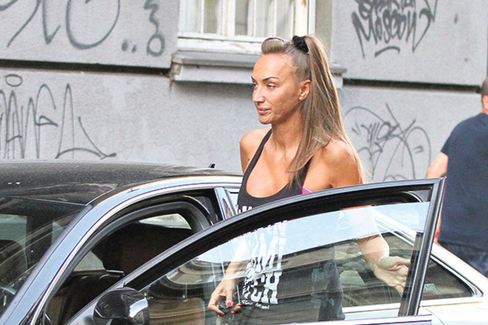 GOGA SEKULIĆ IMALA UDES: Tramvaj naleteo na njen automobil
