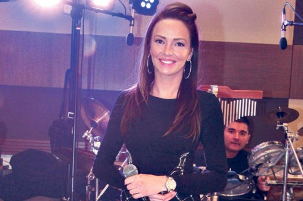 GODINA ESTRADNIH BEBA: Još jedna pevačica će postati mama! Jelena Gerbec trudna!