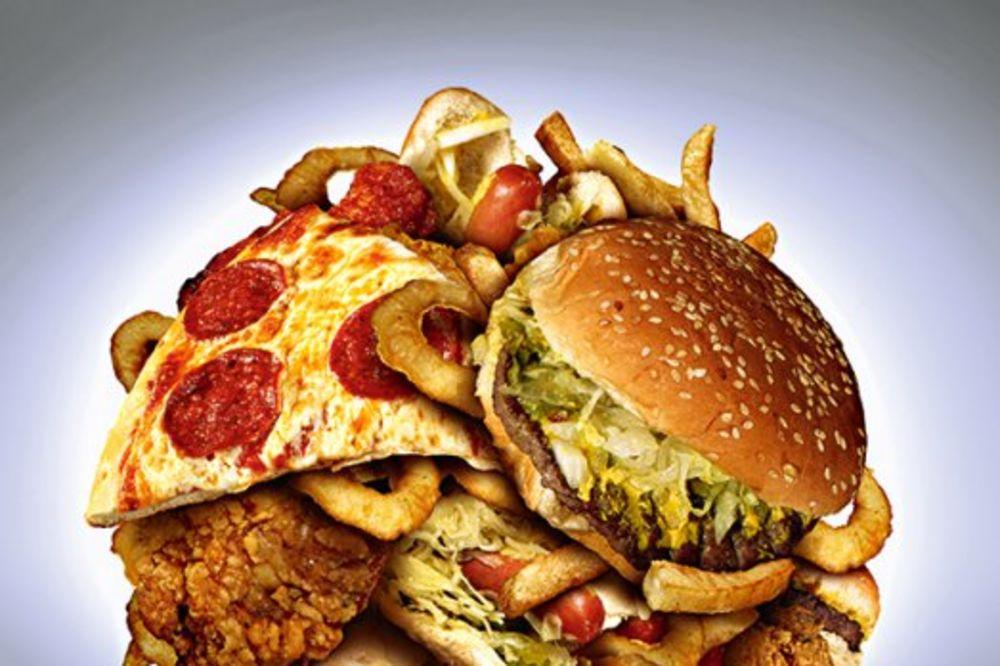 ZAPOSLENI U FAST FUDOVIMA OTKRILI: Vi i ne slutite šta sve pojedete!