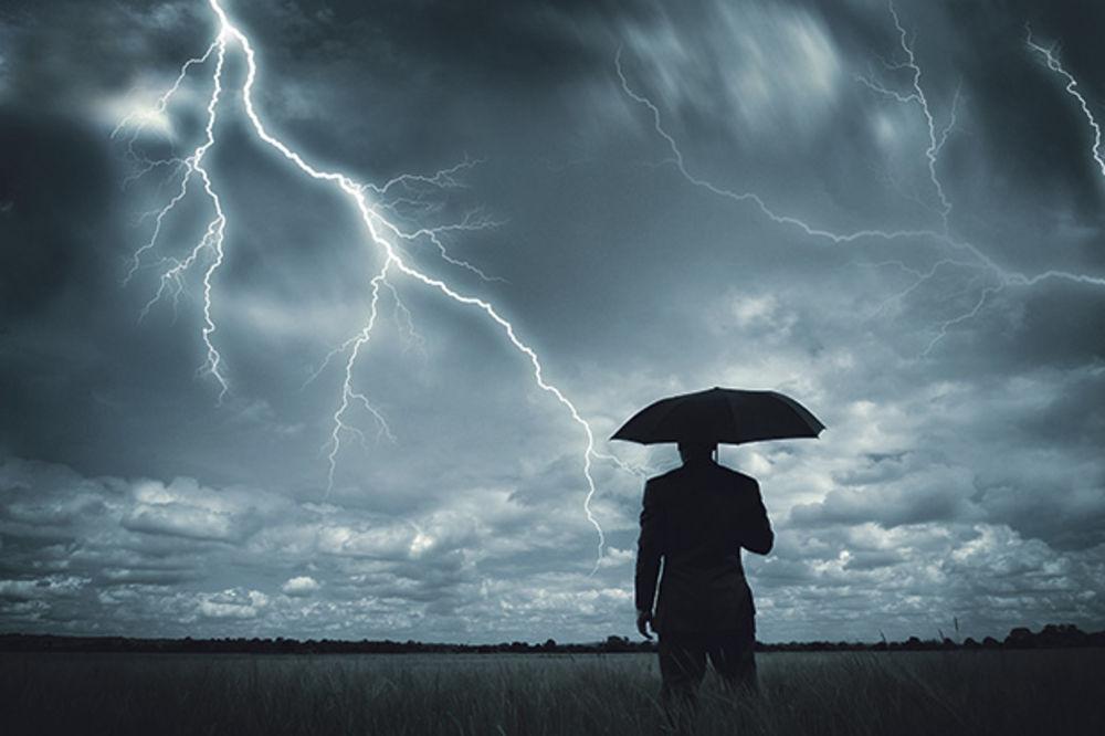 NAPOLJU JE BAŠ HLADNO I DEPRESIVNO: I danas kao usred zime, kiša, susnežica i sneg