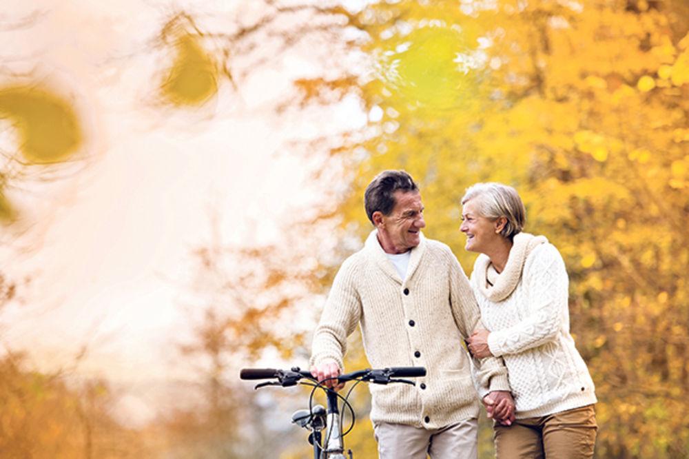 starost, treće doba, penzioneri, jesen foto shutterstock
