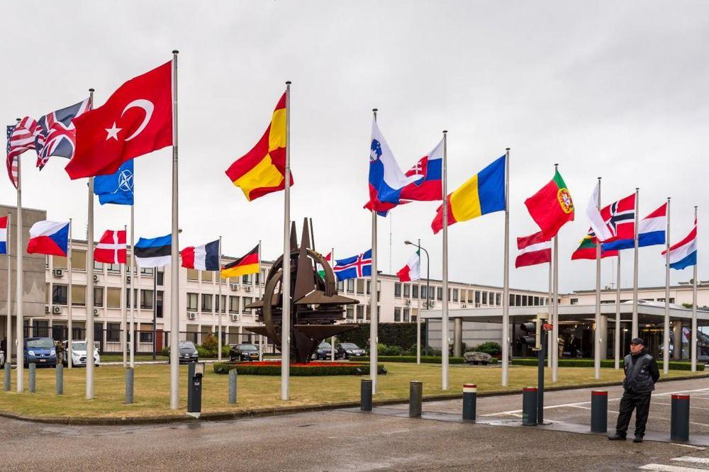 """NATO SE SELI: Prebacili """"zvezdu"""" na drugu stranu bulevara!"""