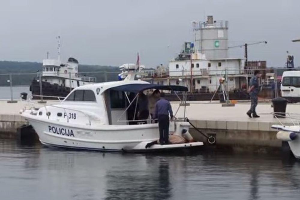 (VIDEO) PROLAZNICI OSTALI U ŠOKU: Pronađen leš žene na pulskoj rivi!