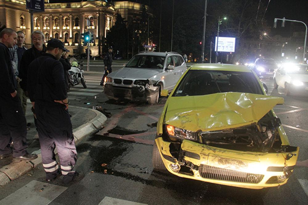 (FOTO) ŽESTOKA SAOBRAĆAJKA U CENTRU BEOGRADA: Vozač BMW divljao po gradu
