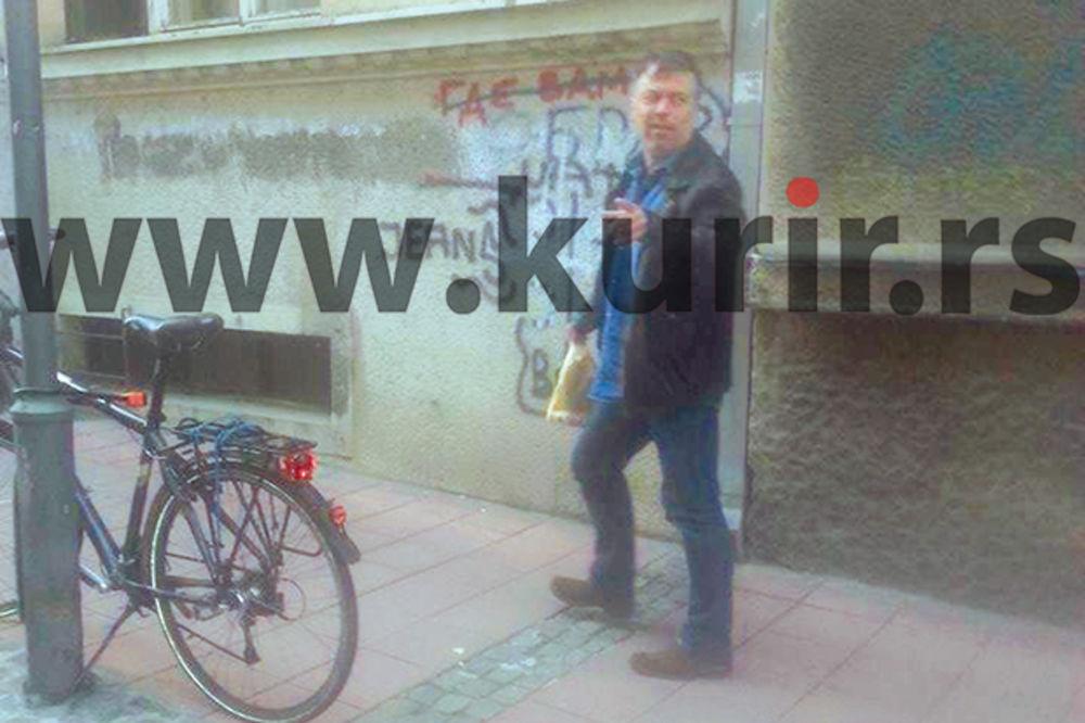 (FOTO) PORANIO PO DORUČAK: Nele ko dečak čupkao hleb do kuće!