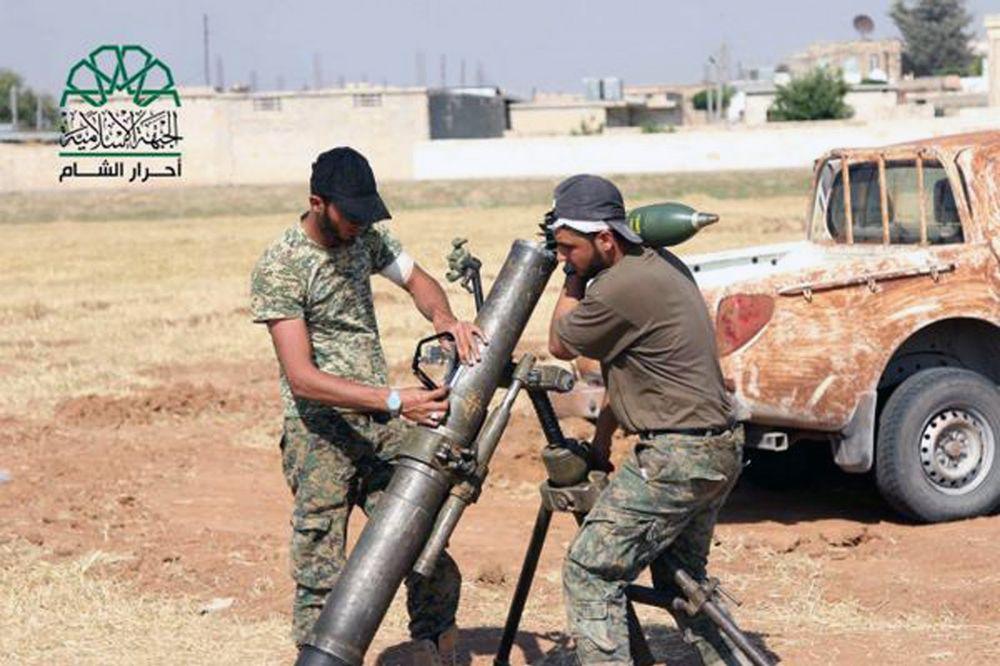 Borci iz Alepa gađaju položaje IS, Foto: AP