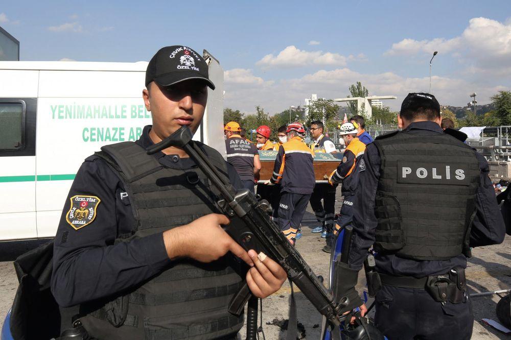OPET BOMBE U TURSKOJ: Poginulo šestoro kad je automobil naleteo na eksploziv