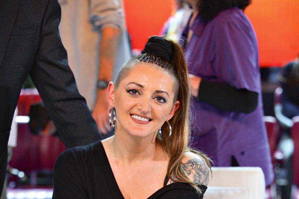 (FOTO) ONA JE ŽENA ZMAJ: Dona Ares po 2. put pobedila rak!