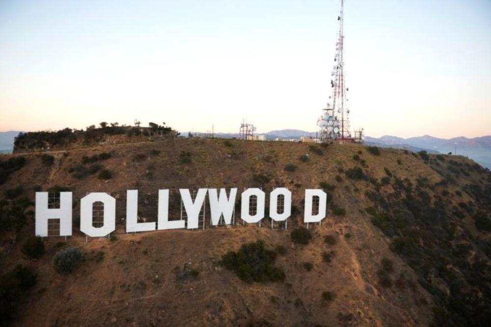 (FOTO) TRALJAVI HOLIVUD: Kada budete videli ove filmske greške shvatićete koliko su sitnice važne