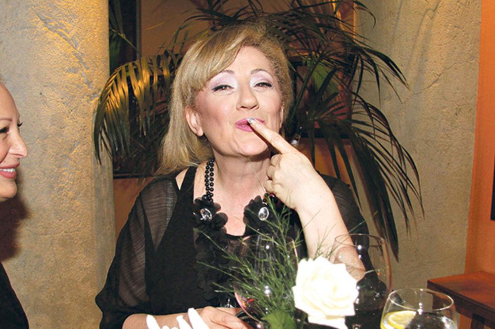 VESNA RIVAS OČAJNA, FALI JOJ SEKS: Pevačica planira da spopadne obezbeđenje