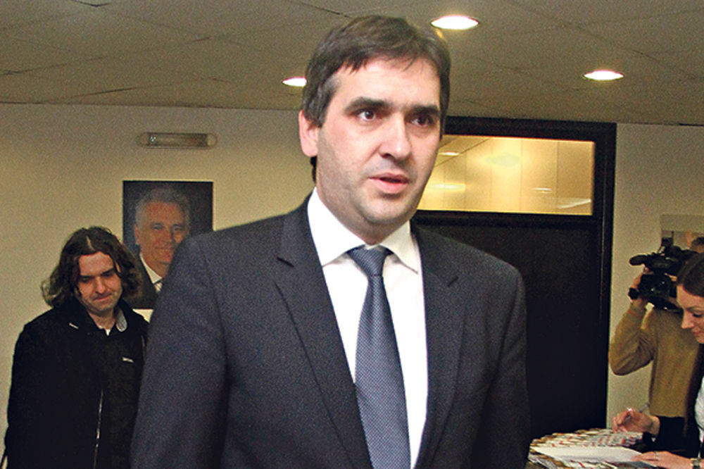 REVANŠIZAM PREKO KOSTIJU: Tadićev čovek Nikoliću smešta aferu grobovi