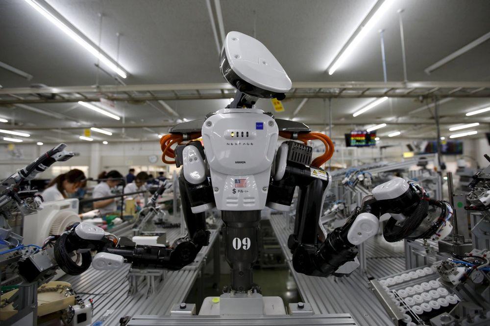 ISTORIJA SE PONAVLJA 60.000 radnika oterali i zamenili ih robotima!
