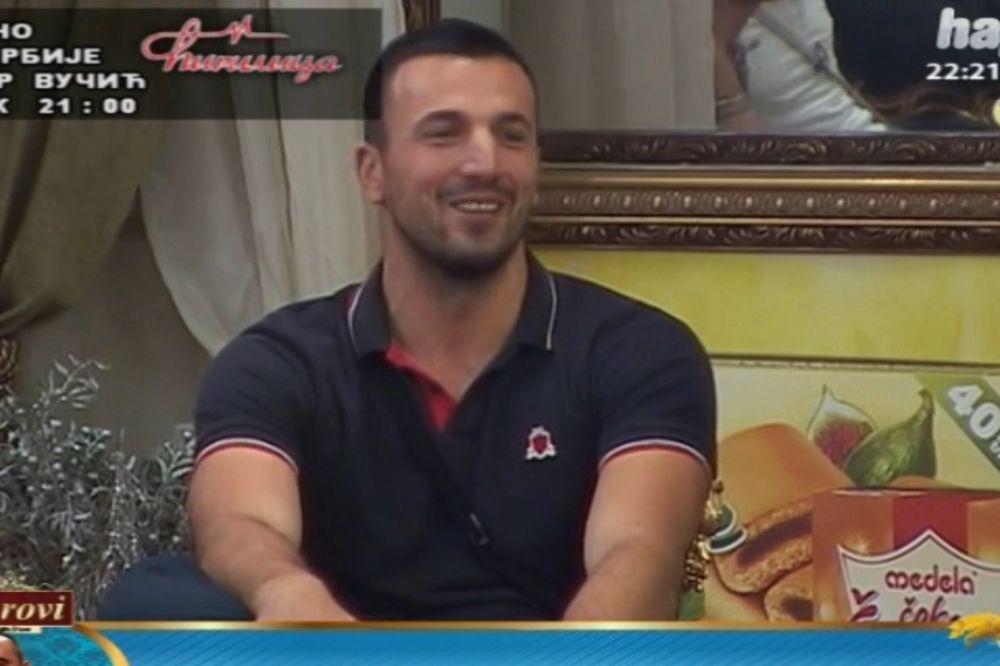 (VIDEO) NASILNIK VLADIMIR OPET BIJE ŽENE: Izbezumljen nasrnuo na Zoricu i Simonidu