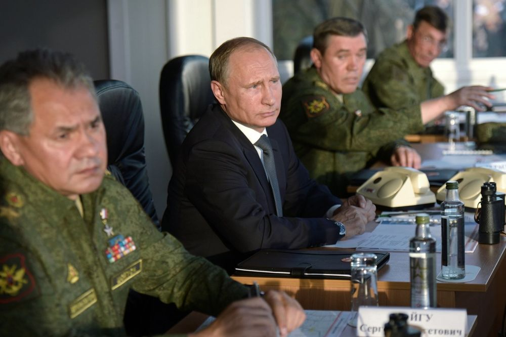 Vladimir Putin sa ruskim vojnim vrhom, Foto AP