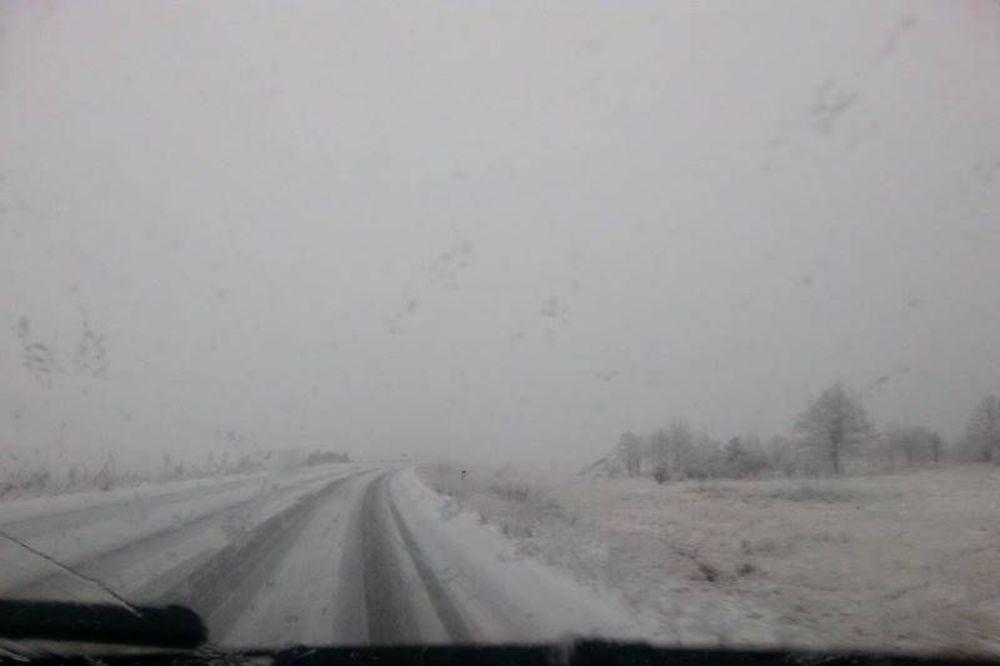 OTEŽAN SAOBRAĆAJ KROZ  BIH: Jak vetar stvara snežne nanose na putevima!