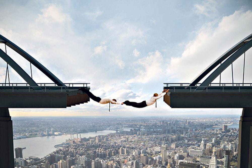 Poslovne investicije - zračak svetla na tmurnom nebu