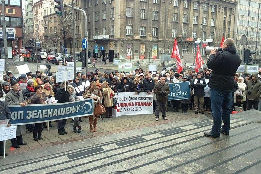 PROTEST EFEKTIVE ISPRED VLADE: Država mora da pomogne 20.000 porodica koje su zadužene u švajcarcima