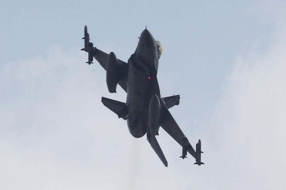 (VIDEO) PREVARIO JE SMRT 6 PUTA: Evo kako je američki pilot uspeo da preživi napad Iračana!