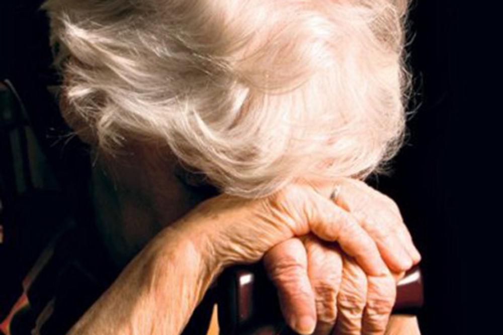 UŽAS U PODGORICI: Sin i unuci prebili baku zbog penzije