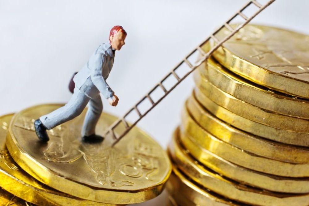 OPREZNO SA ZADUŽIVANJEM: Evo šta donosi trgovanje dugovima građana